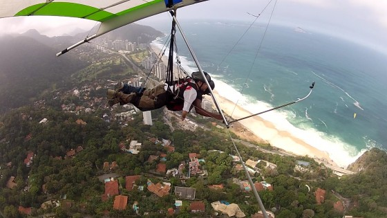 Mark flying over Rio in a tandem hangglider